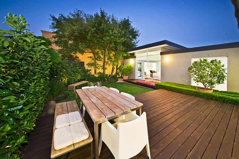 one storey house with garden 3 bedrooms (1)
