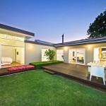 บ้านมาพร้อมกับสวน ออกแบบเป็นบ้านชั้นเดียวแนวโมเดิร์นร่วมสมัย ขนาด 3 ห้องนอน