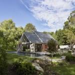 บ้านทรงหน้าจั่วแบบเรียบง่าย พร้อมสวนและสระว่ายน้ำ สร้างบรรยากาศเย็นสบายน่าอยู่
