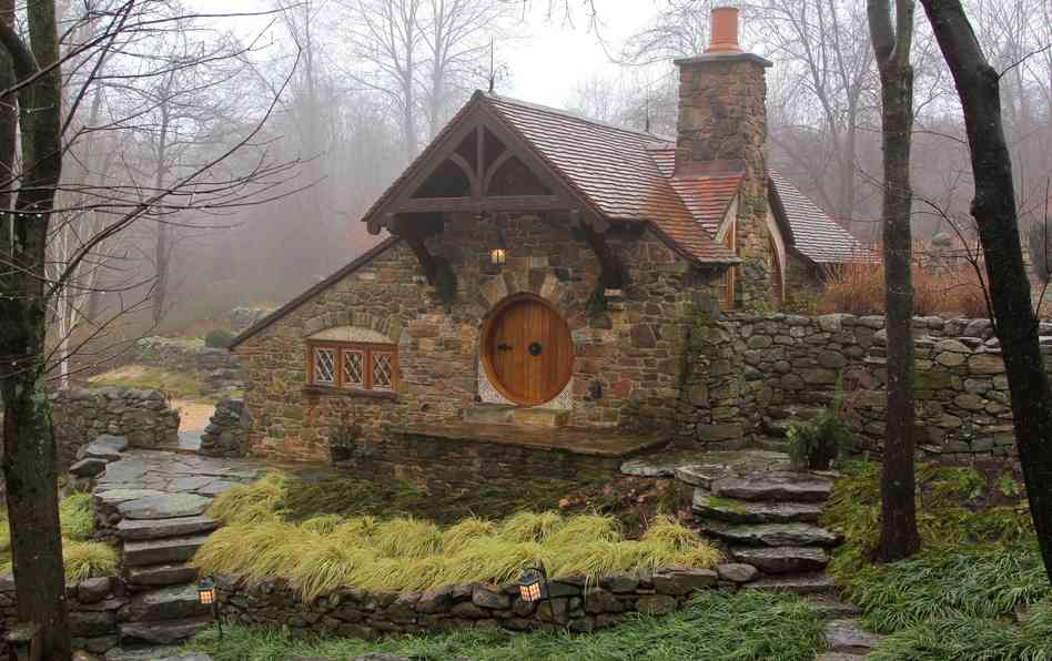 real hobbit house classic style in usa (1)