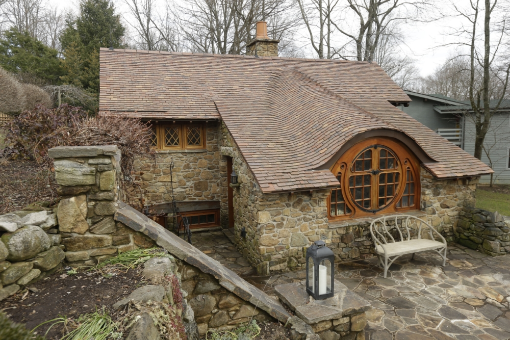 real hobbit house classic style in usa (3)