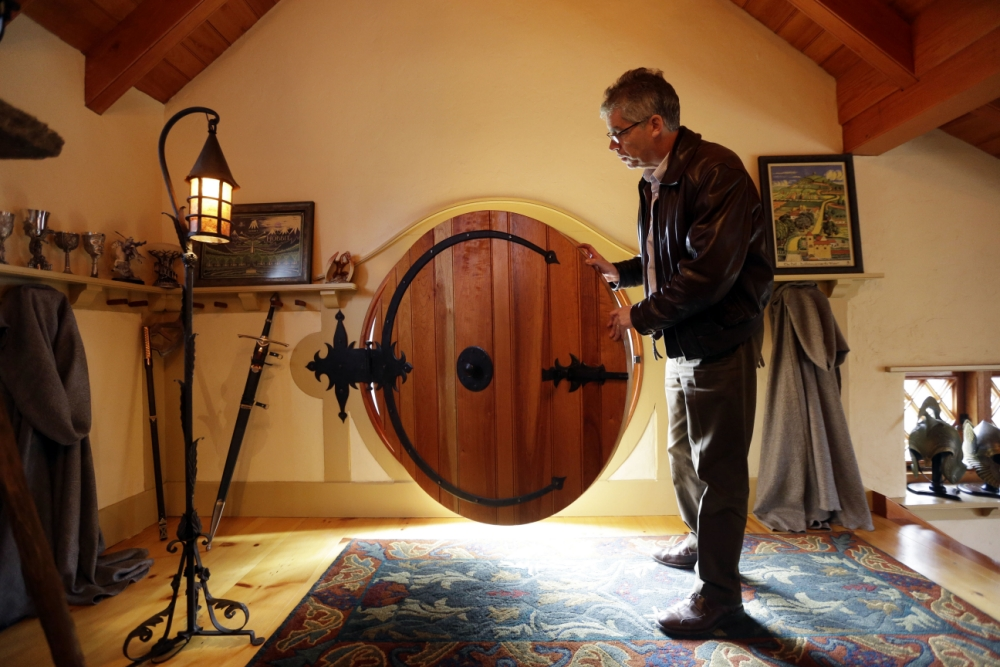 real hobbit house classic style in usa (6)