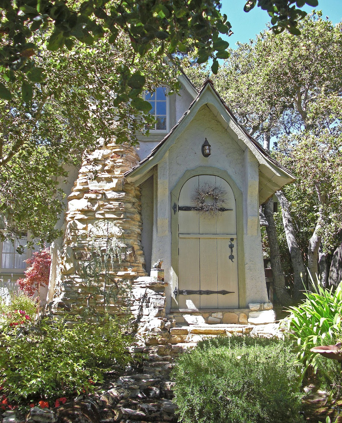 small old cottage house in california country (1)