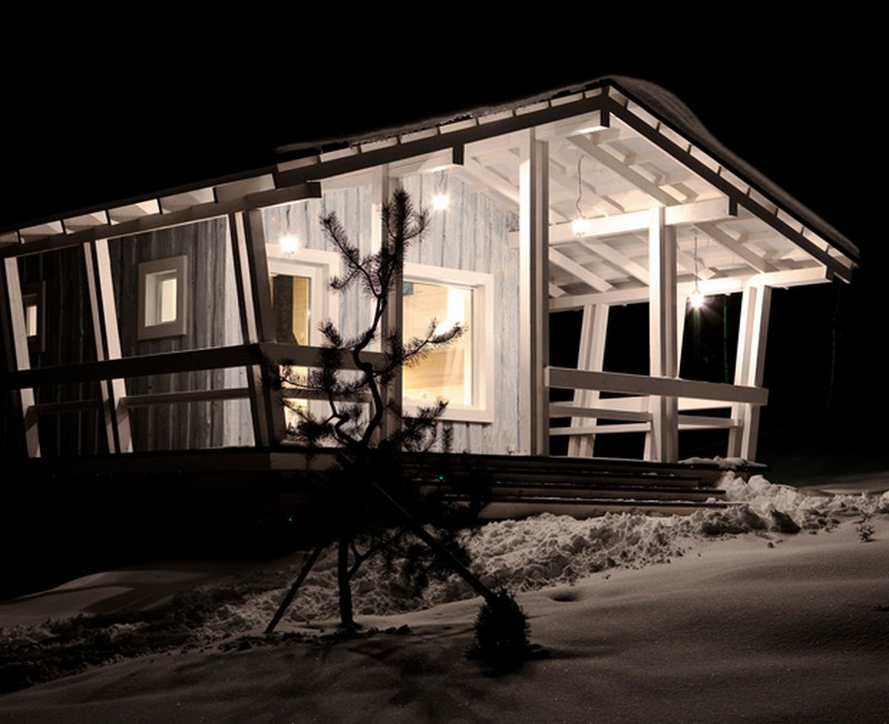 snowy cottage wood house from russia (10)