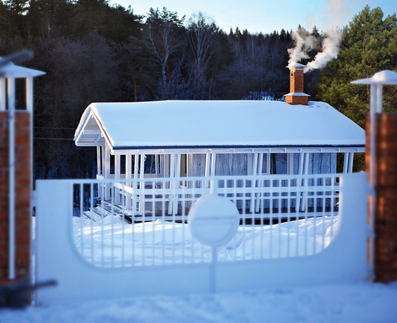 snowy cottage wood house from russia (3)
