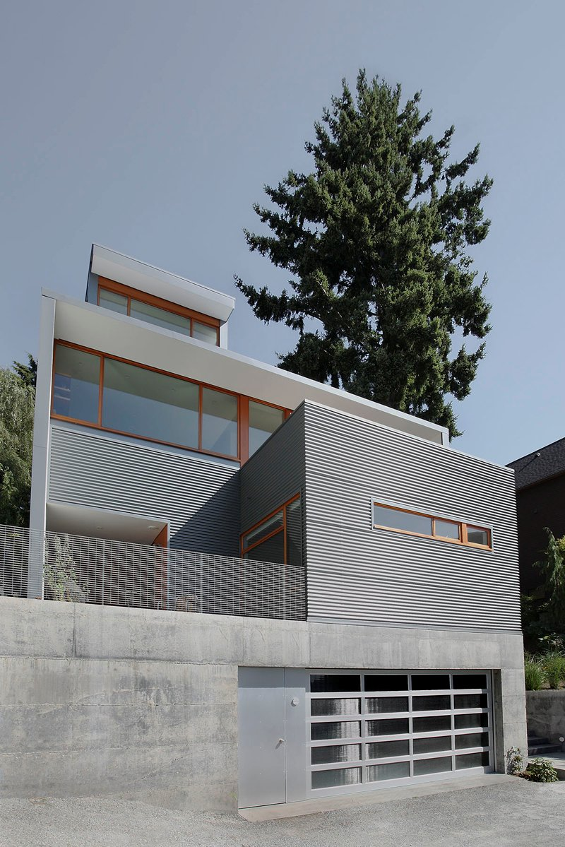 street house in usa with metal sheet wood and glass design (5)