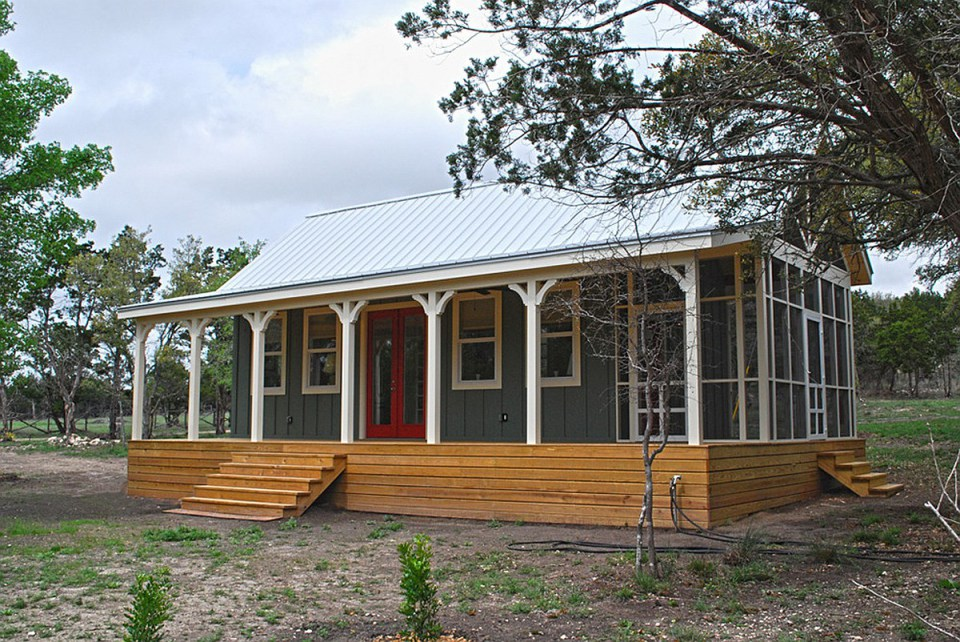 wooden cottage country house in texas (2)
