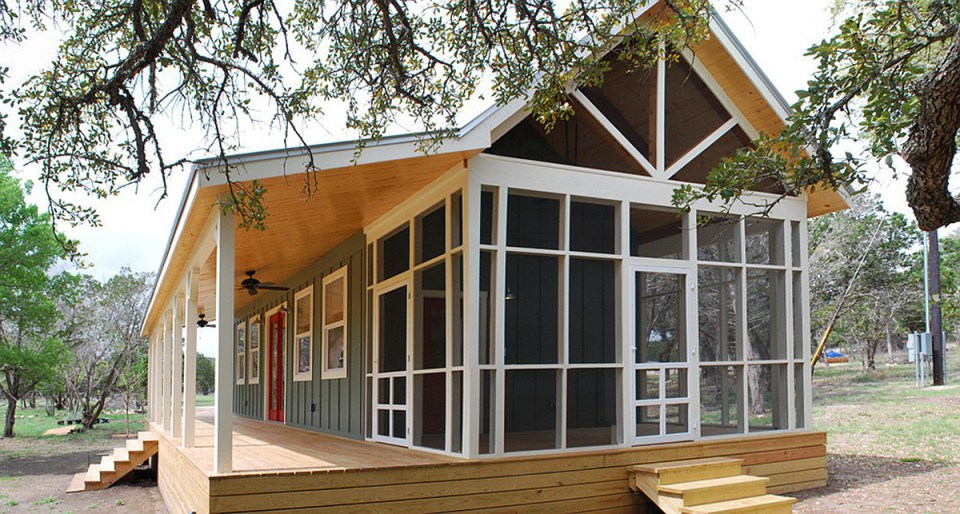wooden cottage country house in texas (3)