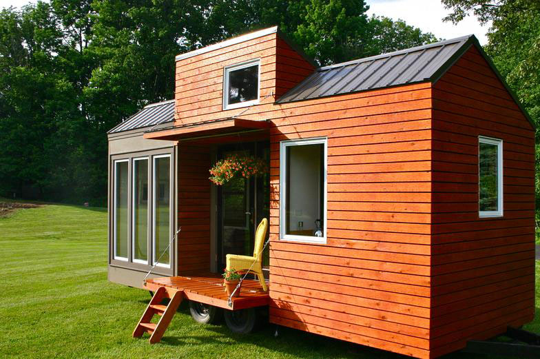 wooden tiny house with 2 bedrooms (2)