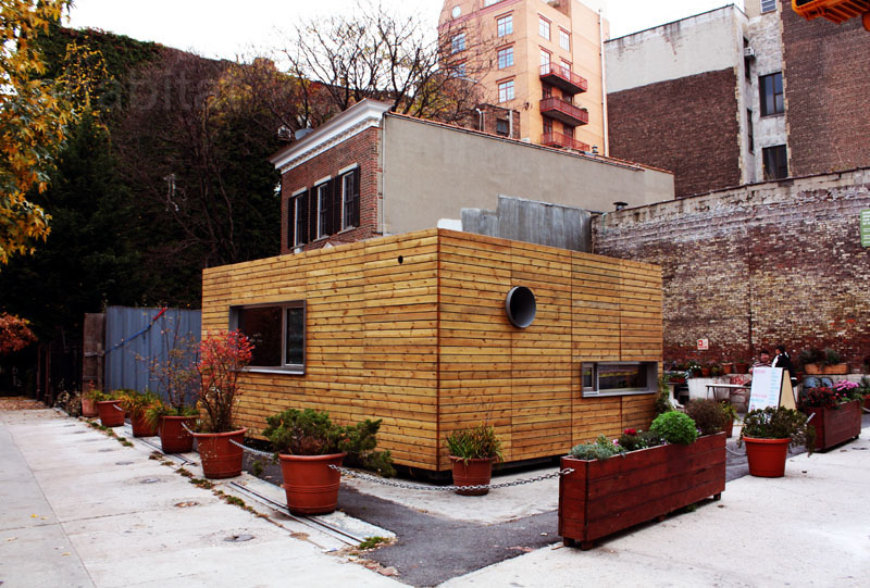 compact house in new york city made from container (2)