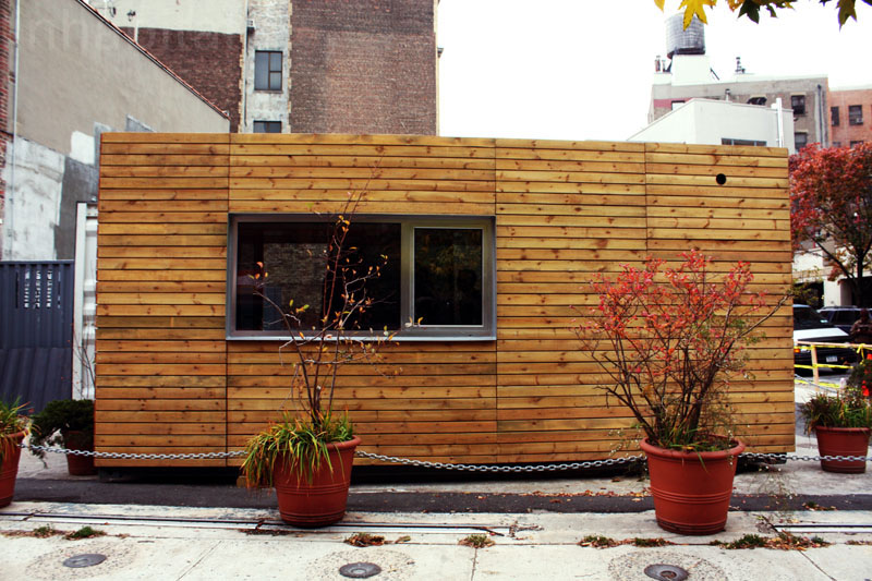 compact house in new york city made from container (3)