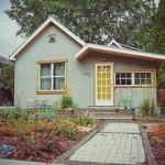 บ้านชั้นครึ่งขนาด 3 ห้องนอน ให้ใช้งานได้ครบครัน มีสวนหลังบ้านสร้างบรรยากาศเพลินตา