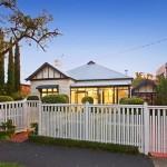 แบบบ้านชั้นเดียว จัดแบ่งพื้นที่ภายในให้อยู่สบาย ภายนอกสวนและสระน้ำร่มรื่นตา