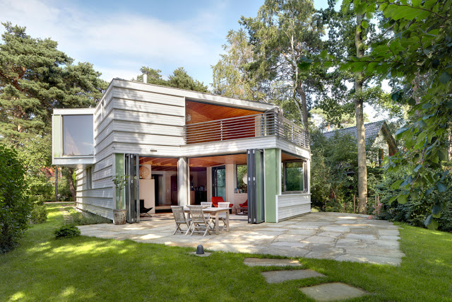 contemporary lake house two storey with modern interior (5)