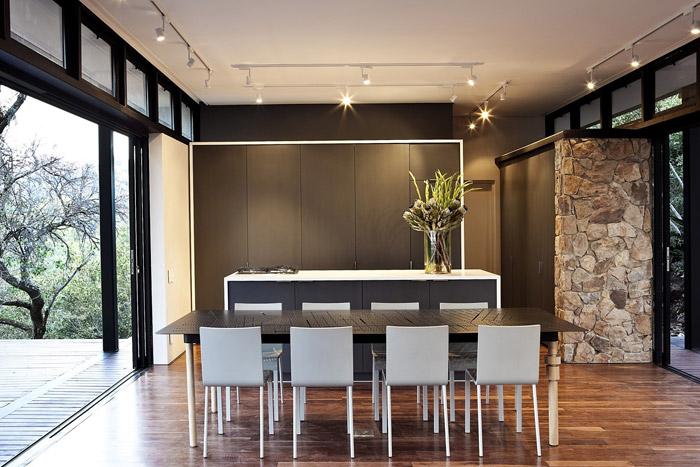 contemporary modern house in peachful garden (10)