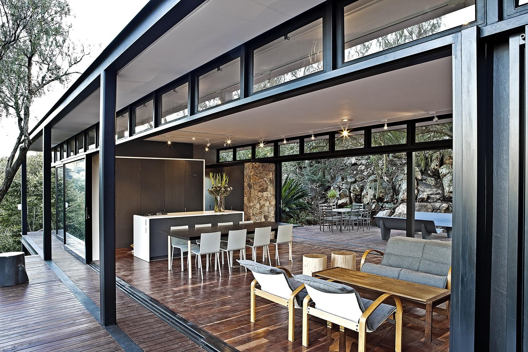 contemporary modern house in peachful garden (11)