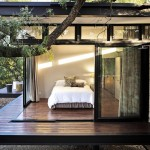 แบบบ้านชั้นเดียวยกพื้นสูง ออกแบบเรียบหรูในสไตล์โมเดิร์น กับบรรยากาศสวนอันร่มรื่น