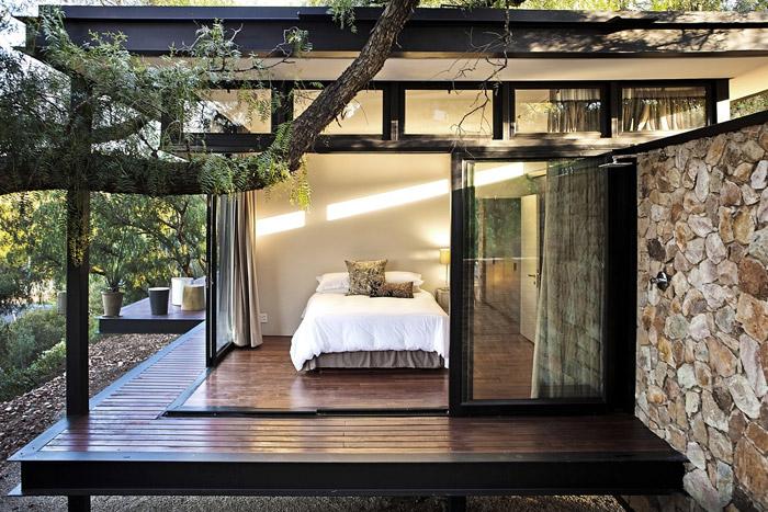 contemporary modern house in peachful garden (13)