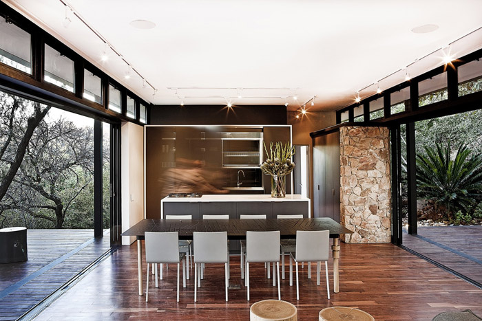 contemporary modern house in peachful garden (14)