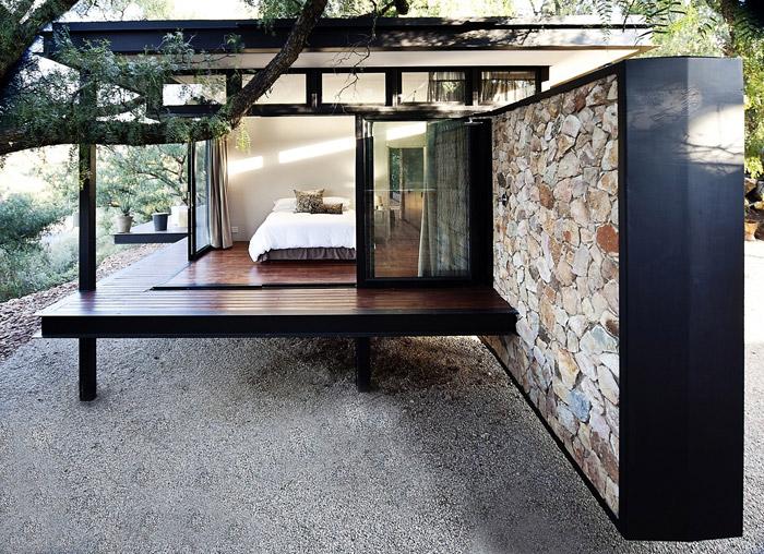 contemporary modern house in peachful garden (4)