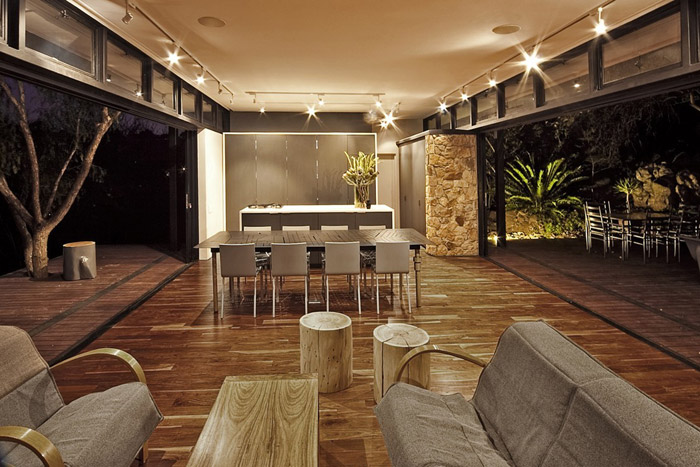 contemporary modern house in peachful garden (9)