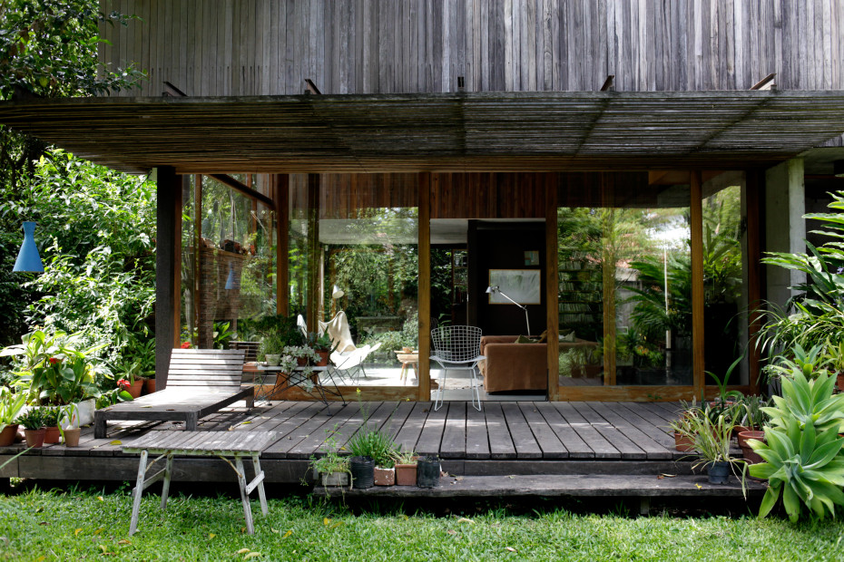 contemporary natural house for slow lifestyle with nature outside (1)