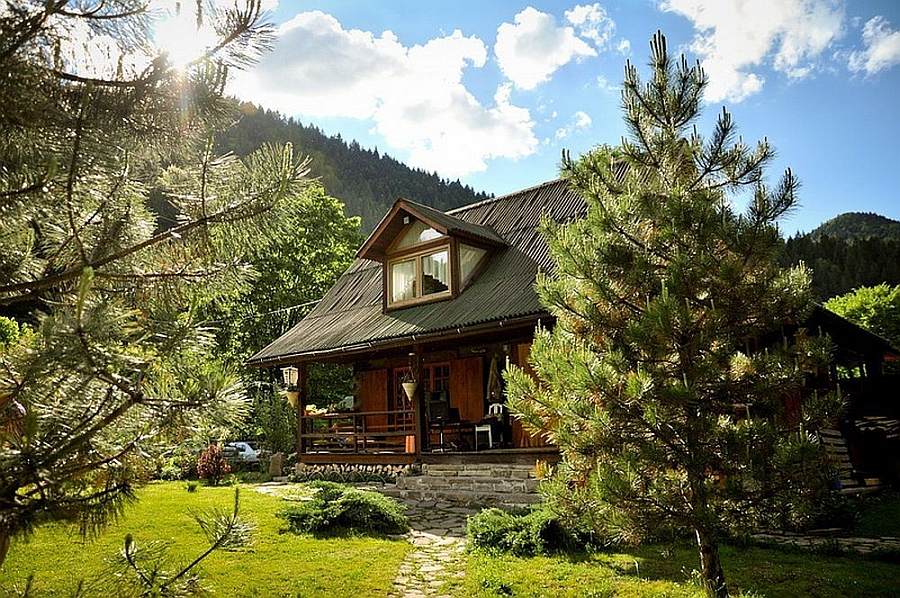 cottage classic wooden house in countryside romania (5)