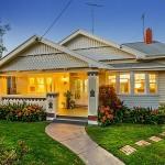 แบบบ้านชั้นเดียว ออกแบบแนวกระท่อมร่วมสมัย บนความเรียบง่ายพร้อมพื้นที่สวนสวย
