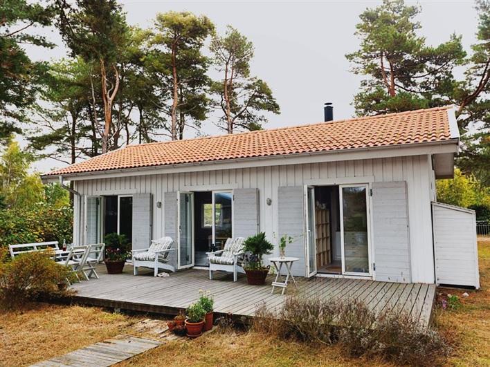 cottage house in sweden design bright (1)