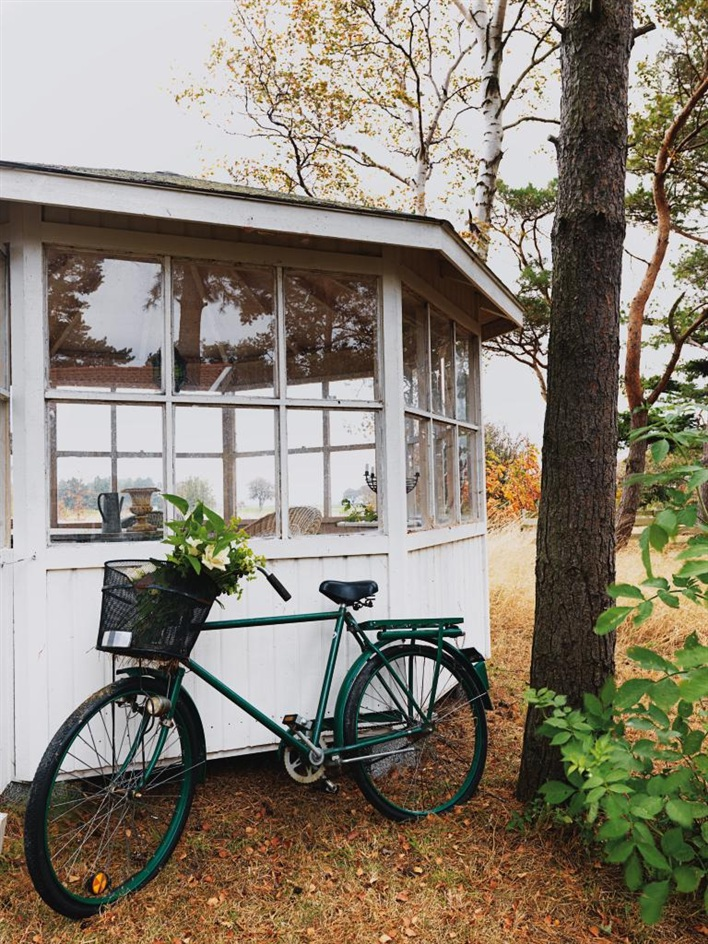 cottage house in sweden design bright (10)