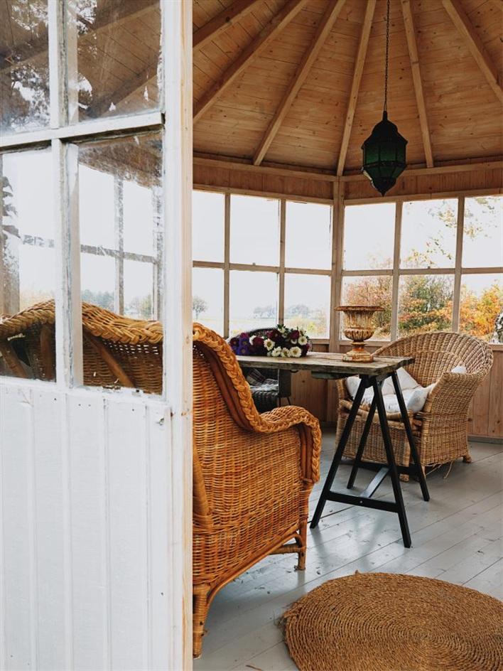 cottage house in sweden design bright (11)