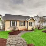 แบบบ้านชั้นเดียว ออกแบบกระท่อมไม้สีเหลือง ดูน่ารักน่าอยู่ทั้งภายนอกภายใน
