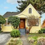บ้านชั้นครึ่งแนวคันทรี ออกแบบสร้างด้วยไม้สีเหลืองน่ารัก ตกแต่งภายในอย่างอบอุ่น