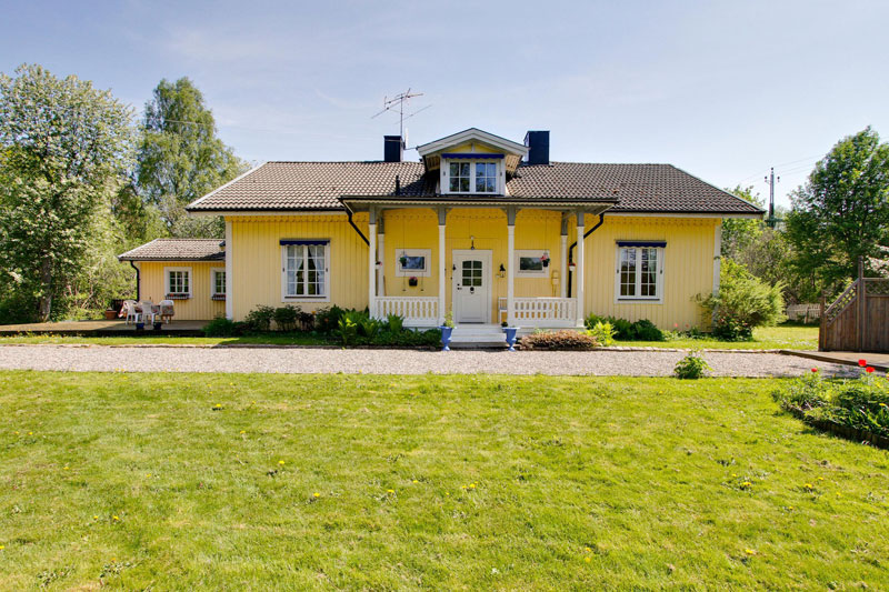 country yellow wood cottage house from sweden countryside (2)