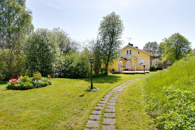 country yellow wood cottage house from sweden countryside (3)