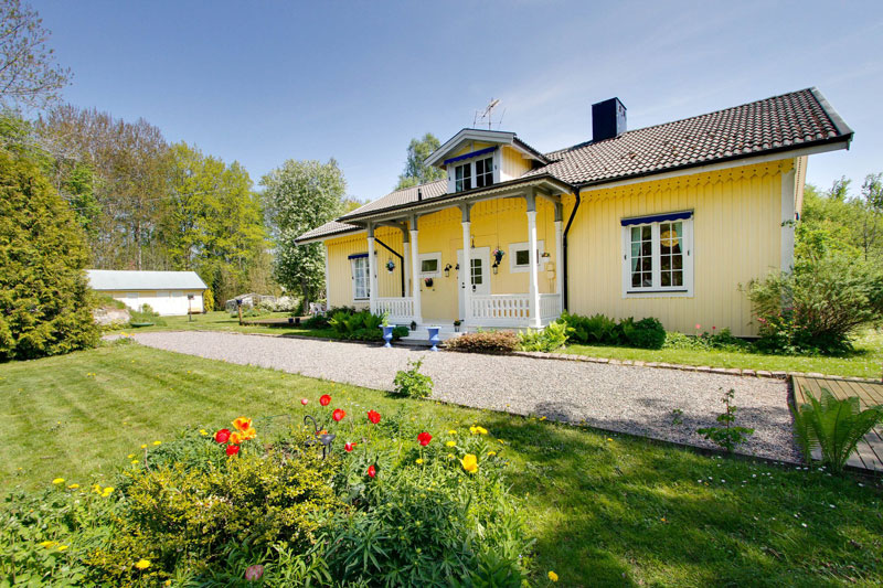 country yellow wood cottage house from sweden countryside (4)