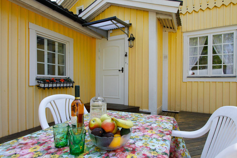 country yellow wood cottage house from sweden countryside (7)