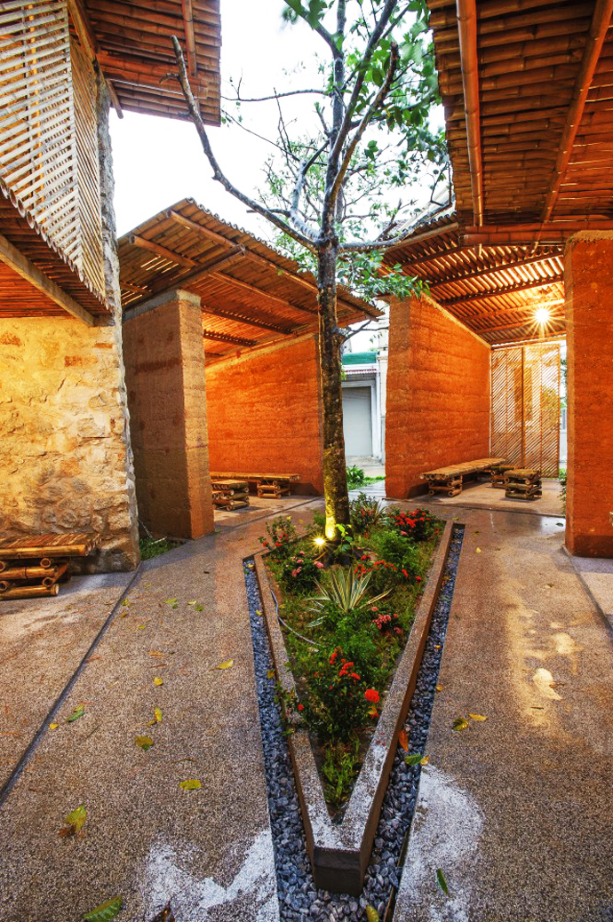 earth stone bamboo eco house in vietnam (25)