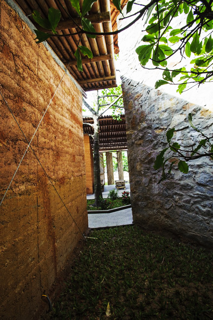 earth stone bamboo eco house in vietnam (32)
