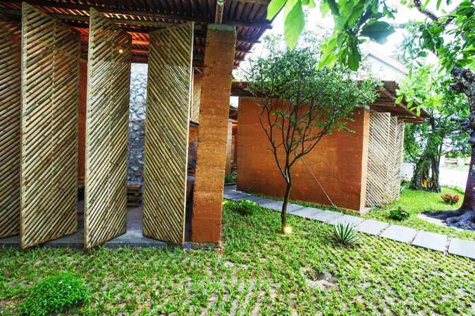 earth stone bamboo eco house in vietnam (7)
