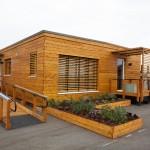 บ้านไม้ทรงสี่เหลี่ยม สร้างด้วยแนวคิดอนุรักษ์พลังงาน ภายในแต่งให้เรียบสวยและใช้งานง่าย