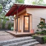 บ้านกระท่อมไม้หลังเล็ก ออกแบบรูปทรงโดดเด่น ใช้งานได้ครบครันสารพัดประโยชน์