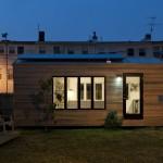 บ้านไม้คอมแพ็คขนาดจิ๋ว ออกแบบในสไตล์โมเดิร์น แต่งด้วยเฟอร์นิเจอร์สารพัดประโยชน์