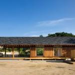 แบบบ้านชั้นเดียวกระท่อมไม้แนวคันทรี กับบรรยากาศธรรมชาติ ของขุนเขาและป่าไม้