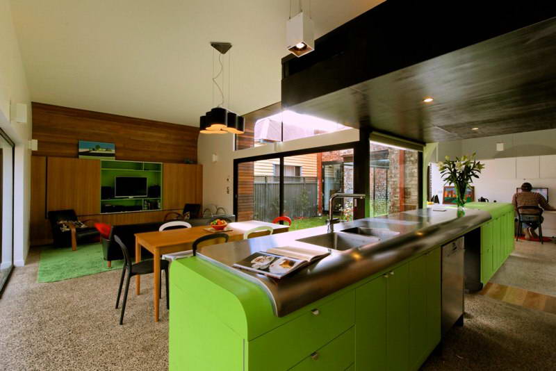 modern box compact house with vivid color in australia (12)
