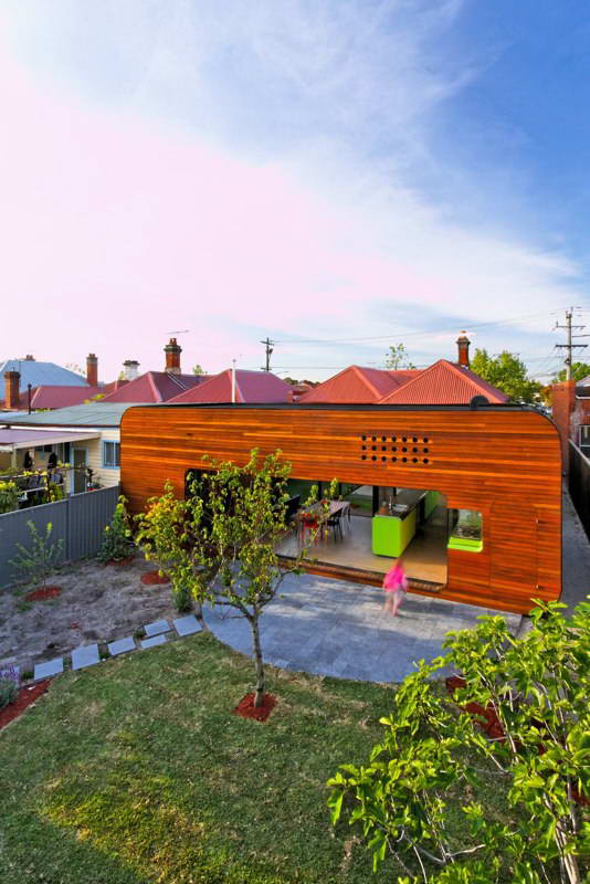 modern box compact house with vivid color in australia (16)