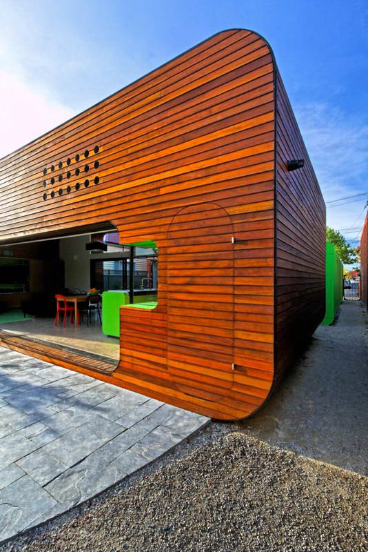 modern box compact house with vivid color in australia (3)