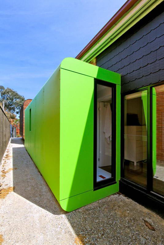 modern box compact house with vivid color in australia (5)