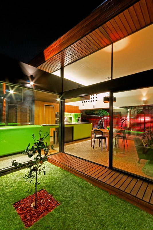 modern box compact house with vivid color in australia (6)