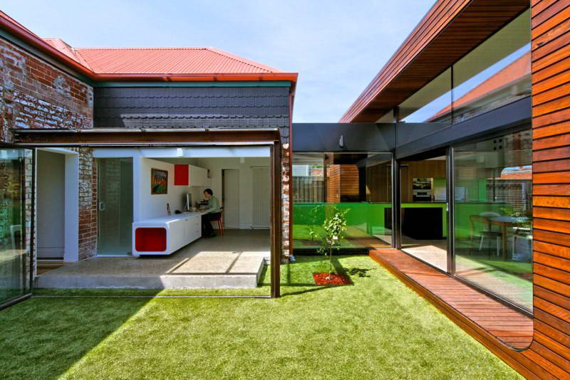 modern box compact house with vivid color in australia (8)